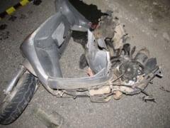 Mopedist facut zob de doua masini