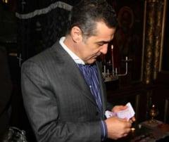 Mos Craciun a fost linsat pentru un sac de bani (Opinii)