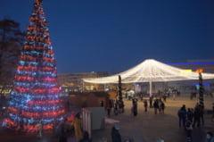 Mos Nicolae a aprins iluminatul festiv din municipiu