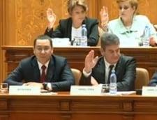 Motiunea a picat, mitingul Opozitiei s-a topit in ploaie. Ponta: La treaba ca sunt multe de facut si PNL nu e in stare!