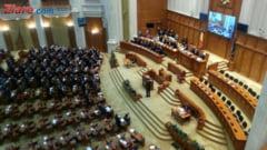 Motiunea de cenzura a fost citita intr-o sala aproape goala, PNL indeamna parlamentarii sa o voteze: Salvati ce se mai poate salva din Romania!