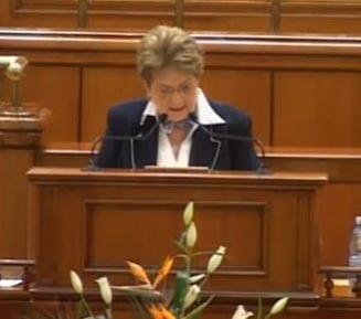 Motiunea de cenzura pe Codul Muncii, citita in Parlament de Mariana Campeanu (Video)