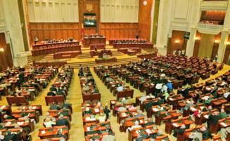 Motiunea impotriva Guvernului Boc a picat: au lipsit opt voturi