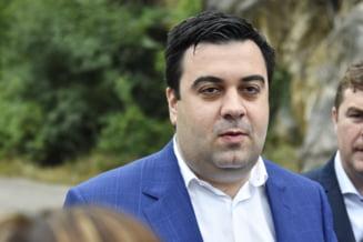 Motiunea impotriva lui Razvan Cuc a picat. Trei sferturi dintre deputati i-au dat ministrului vot de incredere