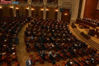 Motiunea pe buget a fost respinsa: Parlamentari plictisiti, lozinci impotriva USL