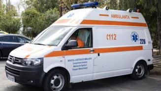 Motociclist ajuns la spital, dupa ce a fost lovit de o masina