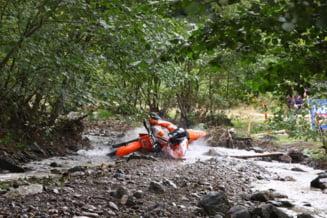 "Motociclist ranit grav in timpul unei competitii ""hard enduro"" din Alba. A fost preluat de un elicopter SMURD si transportat la spital"
