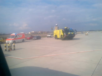 Motorul unui avion Tarom a luat foc in zbor, spre Bucuresti: Am simtit cum cabina se umple de fum (Foto)
