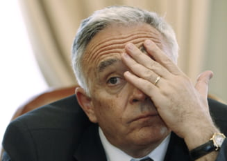 Mugur Isarescu, lasat sa astepte 2 ore pe holurile Parlamentului