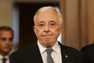 Mugur Isarescu cere parlamentului sa modifice legea care interzice cumulul pensiei cu salariul. Ar putea sa piarda functia de guvernator al BNR