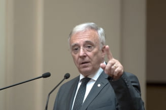 Mugur Isarescu isi pastreaza recordul mondial si ramane la sefia BNR. Mai multi lideri PSD au boicotat votul