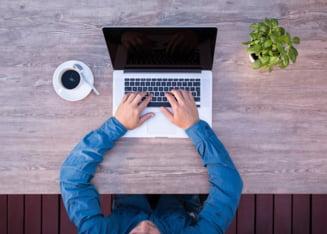 Munca la distanta, o normalitate pentru 80% din companiile globale. Tendinta va continua in urmatorii ani (studiu)