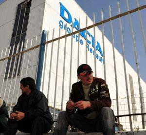 Muncitorii de la Automobile Dacia vor primi 760 de lei de Craciun