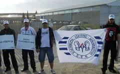 Muncitorii romani aflati in greva in Cipru au reluat protestele