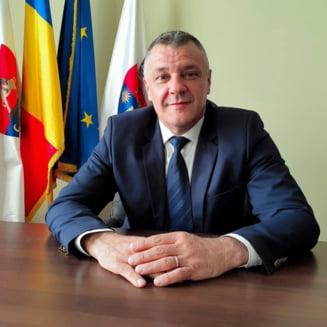 Municipalitatea din Deva renunta la iluminatul festiv si aloca banii pentru Spitalul Judetean