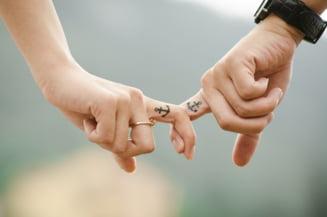 Muntenegru a legalizat parteneriatul civil intre persoane de acelasi sex