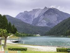 Muntii Dolomiti lac