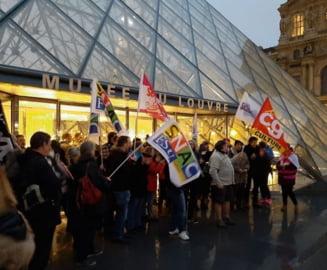 Muzeul Luvru, cu portile blocate de proteste privind reforma pensiilor
