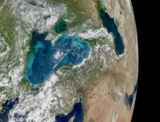 NASA - Apele Marii Negre in tonuri de bijuterie