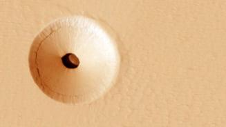 NASA a descoperit o gaura ciudata in suprafata lui Marte. Ar putea oferi mai multe informatii decat speram