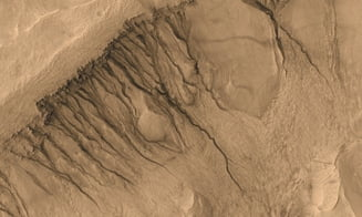 NASA face un anunt rasunator: E apa in stare lichida pe Marte! (Galerie foto)
