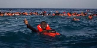 NYT: Guvernul grec ar fi expulzat in secret peste o mie de refugiati in ultimele luni, abandonandu-i pe mare, in barci gonflabile