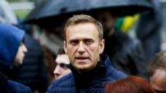 """Navalnii si-a indemnat sustinatorii la noi proteste """"prin care sa scape Rusia de hoti"""". Vizita sefului diplomatiei UE"""