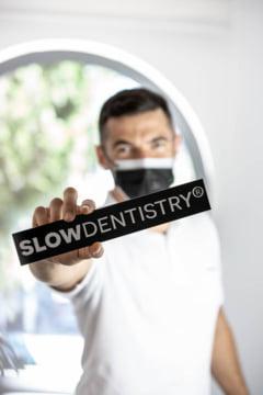 Ne aflam in zorii epocii in care pacientul este mai mult ca oricand in centrul atentiei - despre slow dentistry in era COVID-19 cu dr. Andrei Constantinovici
