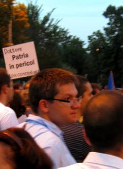 Neamtu, dupa ce a fost izgonit de la proteste: Am fost agresat de gasca de nemernici protejata de Ion Iliescu