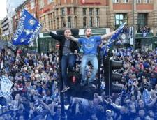 Nebunie in Anglia: Un sfert de milion de oameni au iesit in strada pentru a sarbatori titlul lui Leicester (Video)