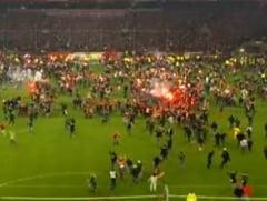 Nebunie in Germania! Fortuna era sa rateze promovarea din cauza fanilor (Video)