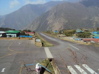 Nepal: Coliziune intre un avion si un elicopter care stationa pe o pista - Trei morti