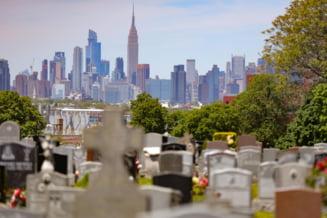 New York a ajuns la cel mai mic numar zilnic de decese de COVID-19 din ultimele doua luni. Primii pasi de revenire la normal