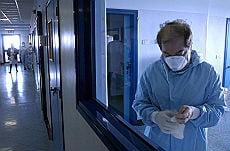 Niciun bolnav de gripa porcina din Romania nu primeste tratament in spital
