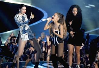 Nicki Minaj, imbracata doar pe jumatate la premiile MTV (Video)