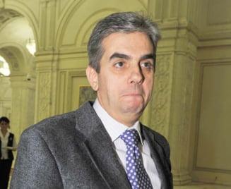 Nicolaescu desfiinteaza directiile de sanatate publica judetene si CAS judetene