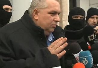 Nicusor Constantinescu, saltat de mascati: Sunt pregatit sa fiu retinut. Am pampersii la mine (Video)