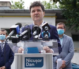 """Nicusor Dan: Gabriela Firea """"isi construieste mesaje omagiale"""" in timp ce 1.800 de imobile din Bucuresti nu au apa calda"""
