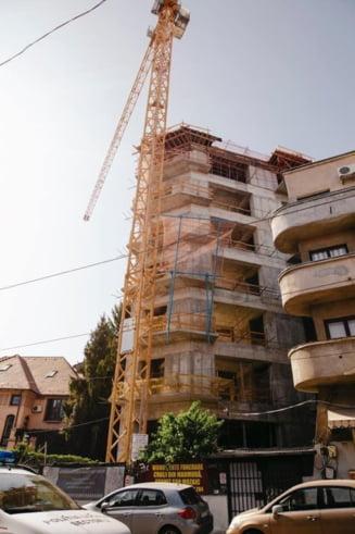 Nicusor Dan trimite Politia Locala sa opreasca lucrarile la constructia unui bloc de 9 etaje: Se afla intr-o zona protejata, autorizatia era emisa de Firea