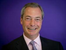 """Nigel Farage i-a criticat pe printul Harry si Meghan Markle. A ironizat-o si pe """"supraponderala"""" regina-mama"""