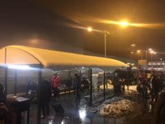 Ninsorile au dat din nou peste cap traficul aerian si rutier din Marea Britanie, desi s-au pus doar 15 centimetri de zapada