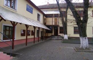 Noi cazuri de intoxicatie la liceul din Arad, care a avut probleme si saptamana trecuta UPDATE