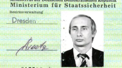 """Noi detalii despre cariera lui Putin la KGB. Cum a racolat spioni in timpul """"sejurului"""" la Dresda"""