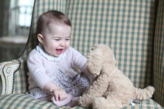 Noi fotografii cu mica printesa Charlotte, la sase luni, facute chiar de mama sa, Kate