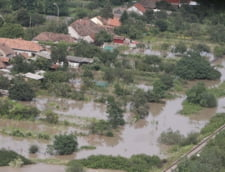 Noi inundatii si furtuni: Avertizari de cod portocaliu si galben in zeci de judete