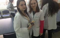Noi inventii ale studentilor din Cluj: jeleurile cu smirna, ciocolata antibacteriana si painea cu faina din seminte de urzici