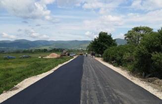 Noi lucrari pe drumurile din Valea Almajului. Peste 2,4 milioane de lei de la Consiliul Judetean