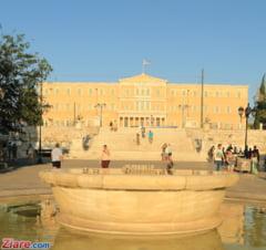 Noi masuri de austeritate in Grecia: Oamenii au protestat in fata Parlamentului