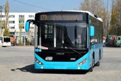 Noi probleme la un autobuz Otokar: A ramas fara curent, iar calatorii nu au putut iesi din el (Video)