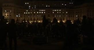 """Noi proteste anuntate joi: """"Mergeti la Parlament, o gasca de golani vrea sa-si treaca tara pe persoana fizica"""""""